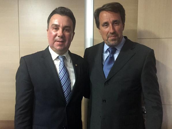 Parlamentar pernambucano foi recebido por Gilberto Occhi, Ministro da Integração Nacional, em Brasília. O Ministro do Desenvolvimento, Armando Monteiro, também participou do encontro.